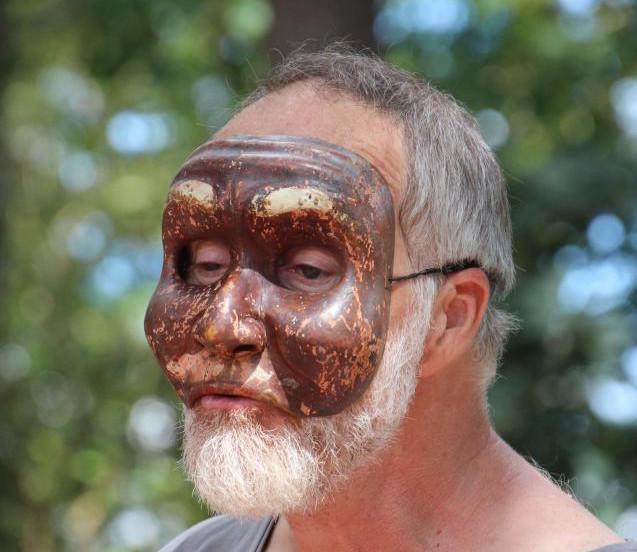 Yhierry porte un masque.jpg