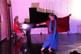 Claire et Laura duo danse piano.jpg