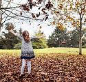 Mädchenkleid Blätter fallen