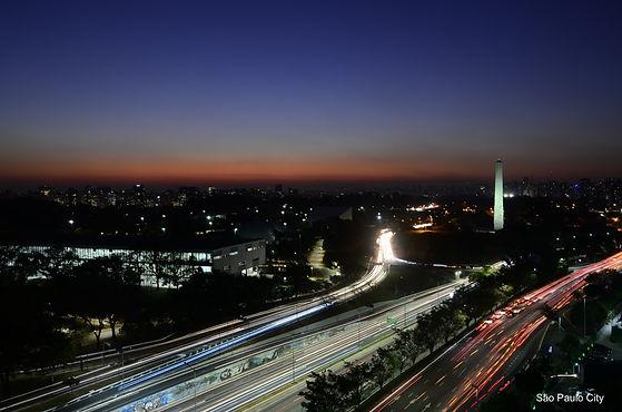 View_of_São_Paulo_city_at_night_(Photo