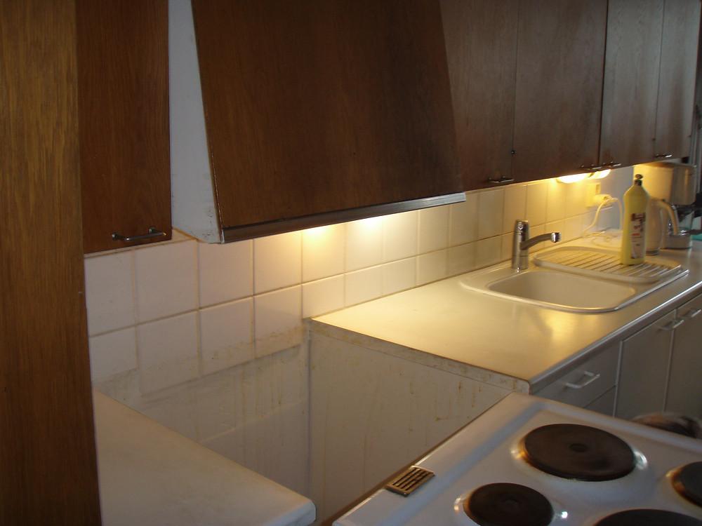 Asbestia voi esiintyä esim. laatoituksen saumaus- ja kiinityslaasti sekä seinätasoitteissa.