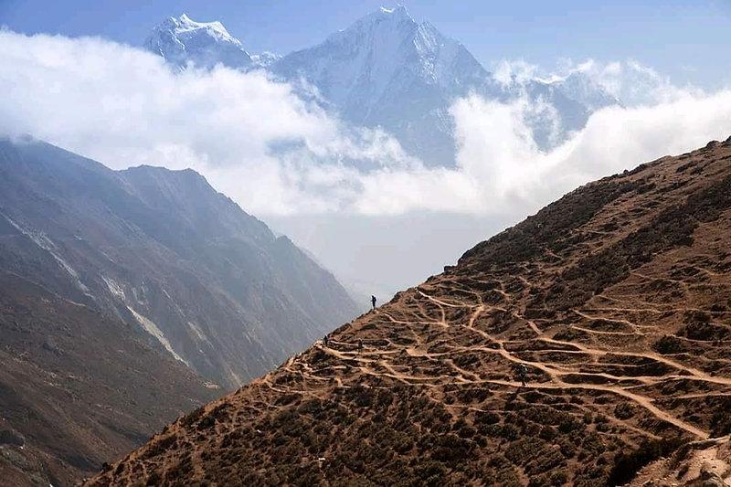 View on the trail from Goykyo to Phortse Thanga, Khumbu region, Nepal