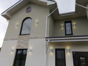 Декоративная подсветка на фасаде