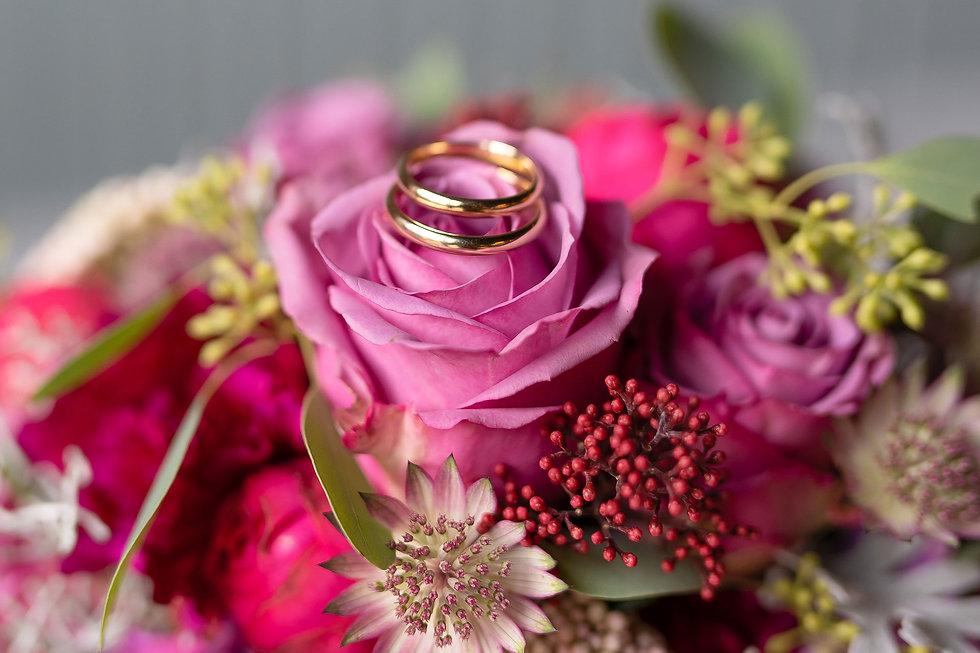 Brautstrauß, Eheringe, Detailaufnahmen