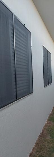 instalação tela mosquiteira janela residencial.jpeg