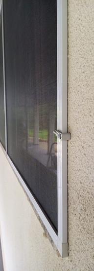 tela mosquiteiro na janela goiania.jpeg