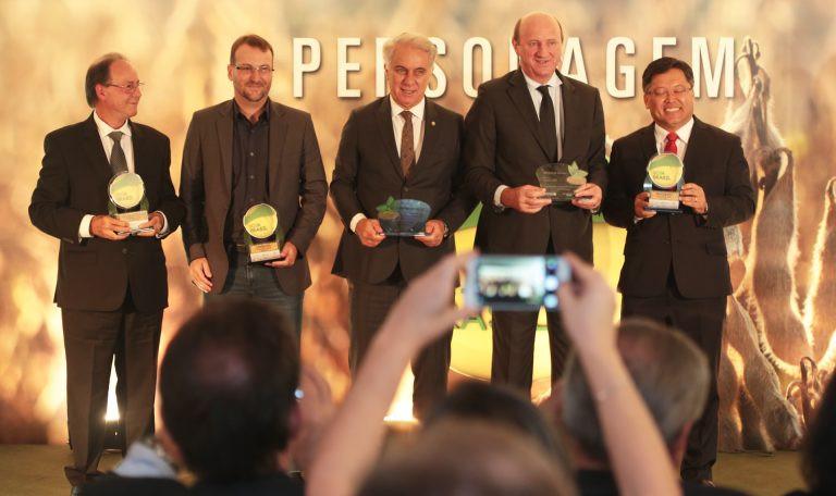 Todos os premiados (da esq. para a dir).: Leones, Almeida, Rogério Vian, Marcos Montes, Neri Geller e Sidney Fijivara