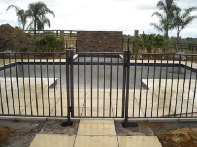 Aluminium_pool_fence_entrance_gate_1