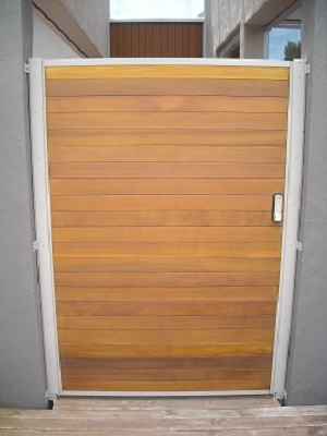 Cedar_Security_Gate_with_digital_lock_1
