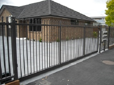 Aluminium sliding security gate