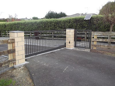 Aluminium_drive-way_gates_powder_coated_Ironsand_1