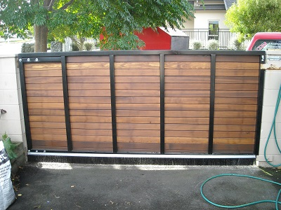 Back_of_custom_cedar_gate_1