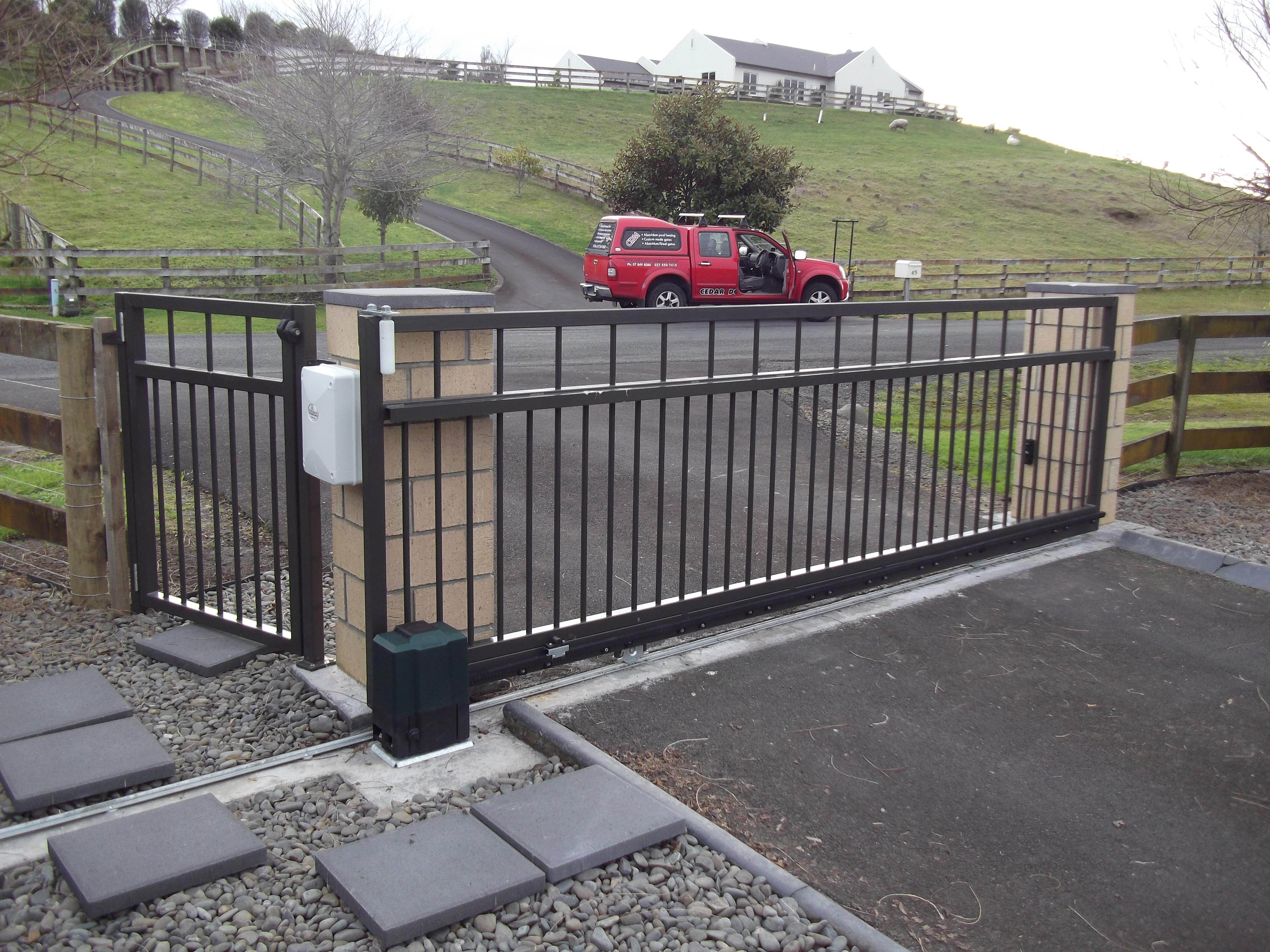 Alluminium sliding gate CDM8