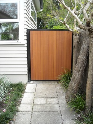 Cedar_gate_with_alloy_flashing_1