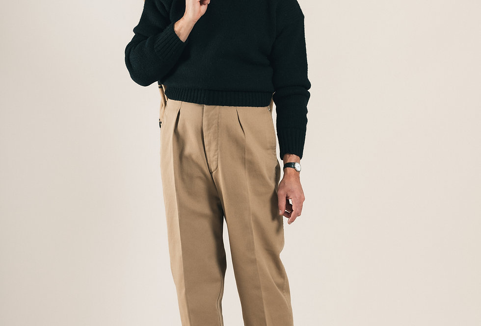 Casatlantic.- Mogador in khaki. High waist, side adjusters and straight fit