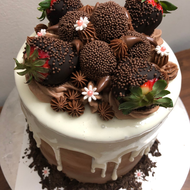 Strawberry Chocolate Dripping Cake