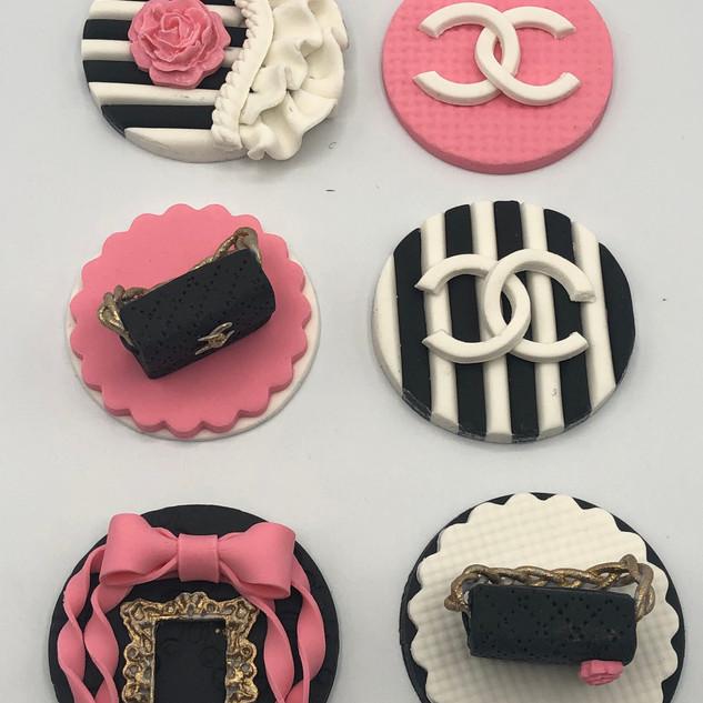 Chanel cupcake