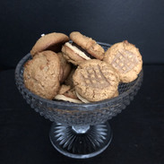 Peanutbutter chocolate sandwich cookie