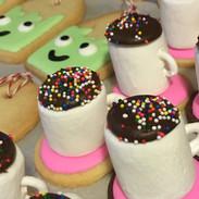 Tea cup marshmallow sugar cookie