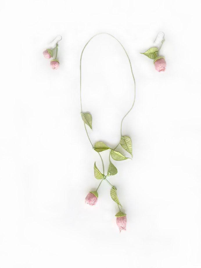collar y pendientes brote rosa