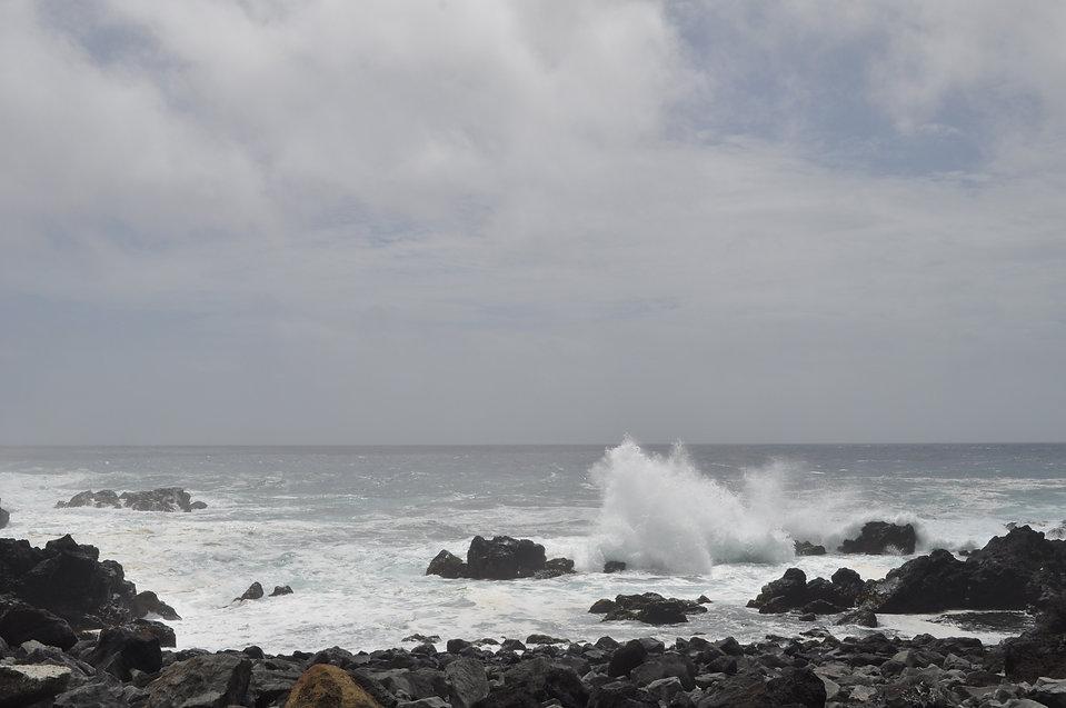 台風間近の海.jpg