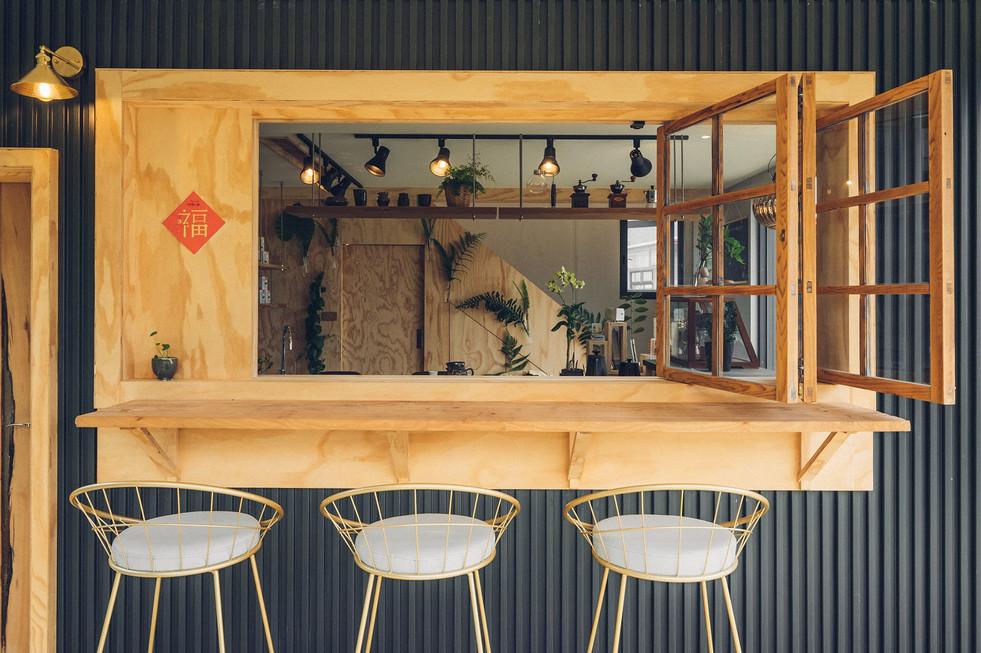11三角鐵茶屋吧檯窗戶開啟.jpg