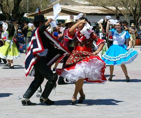 La cueca, tradición infalible de las Fiestas Patrias chilenas