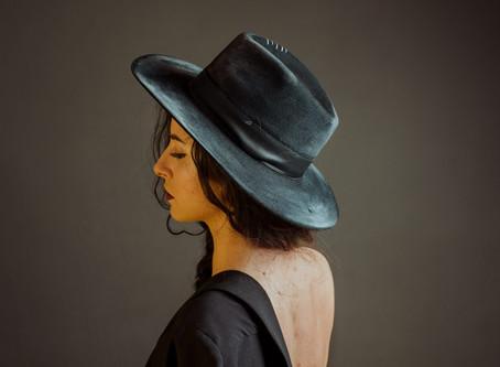Ce pălării purtăm în această vară. Cum ne alegem pălăria potrivită pentru fizionomia noastră?
