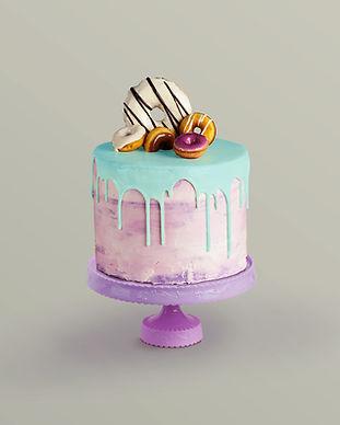 Оформлен торт с Donuts