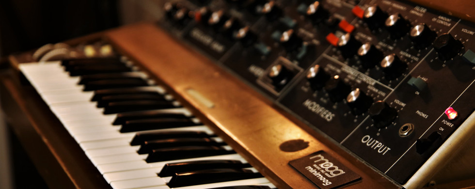 "Vintage Mini Moog (analoger Synthesizer) im ""Lady G."""
