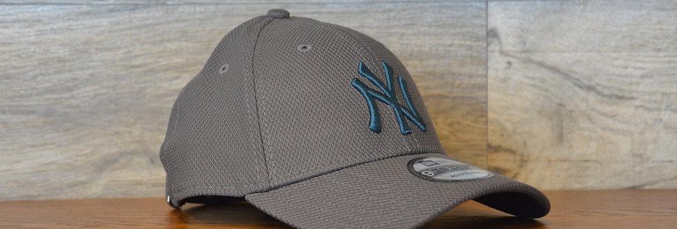 Cappellino NewEra 9FORTY Diamond era essential New York Yankees Gray/bl