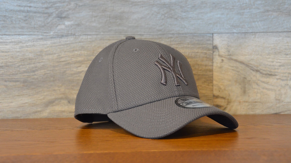 Cappellino NewEra 9FORTY Mono Team Color New York Yankees Gray