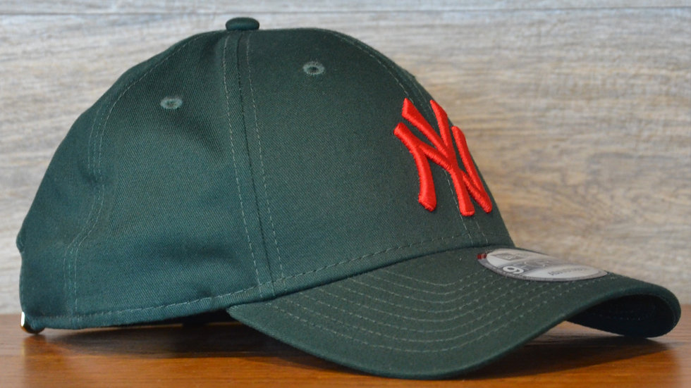 Cappellino NewEra 9FORTY 940 essential New York Yankees green/red