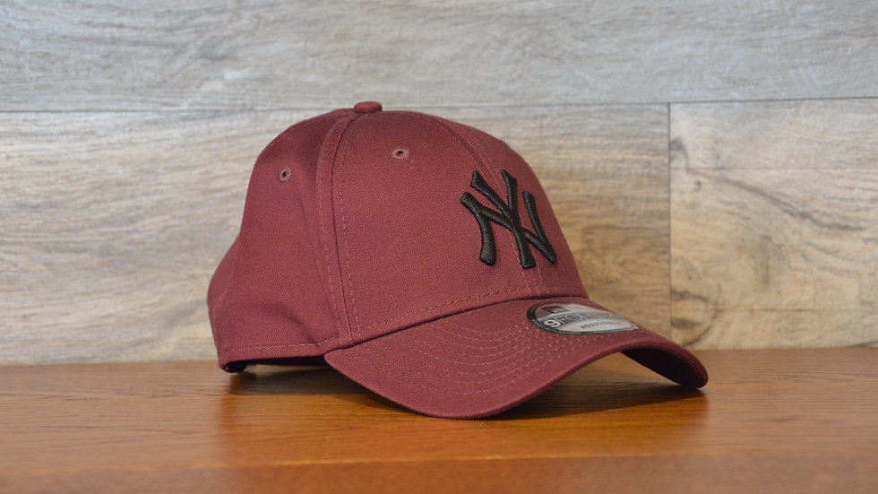 Cappellino NewEra 9FORTY 940 essential New York Yankees BORDEAUX