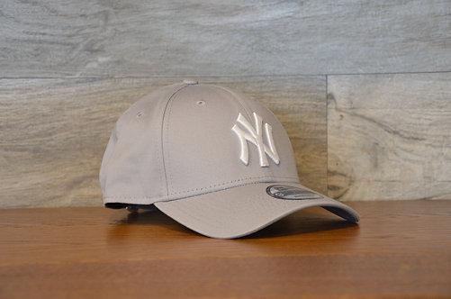 Cappellino NewEra 9FORTY 940 basic New York Yankees GRAY