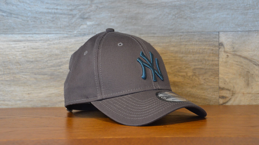 Cappellino NewEra 9FORTY 940 essential New York Yankees Gray/b