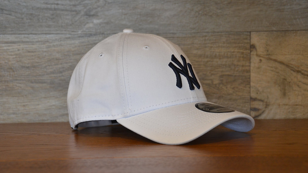 Cappellino NewEra 9FORTY 940 essential New York Yankees white/navy
