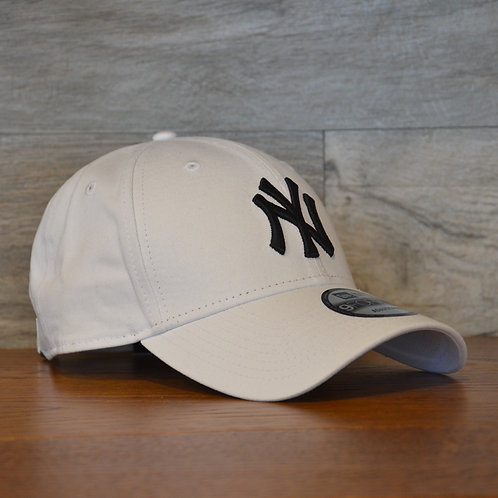 Cappellino NewEra 9FORTY 940 essential New York Yankees white/black