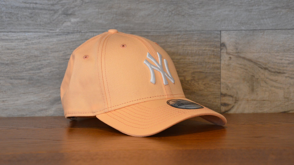Cappellino NewEra 9FORTY 940 essential New York Yankees pink/white