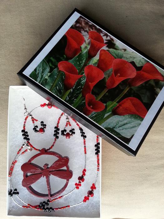 Red Oak Flyer Jewelry Set