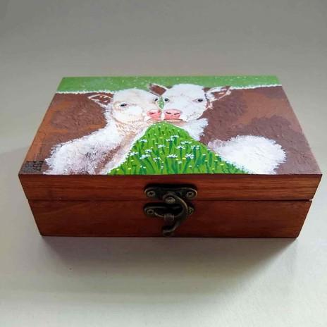 Kissing Cows Art Box