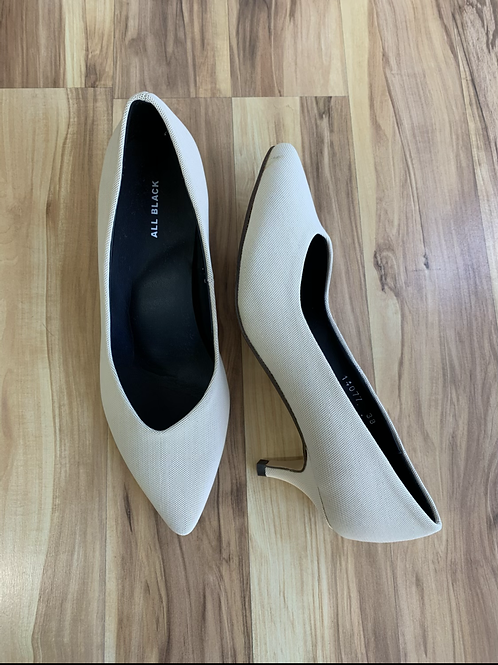 ALL BLACK Textured Cream Kitten Heels