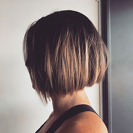 •Short Bob on FLEEK, clean lines and textured tones for Tobz client this morning 🤙🏼💇🏼♀️ •Happy