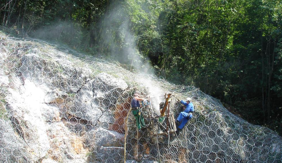 Lavori di perforazione per consolidamenti attivi di pendici rocciose - 2007