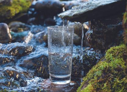 Berg-Quellwasser