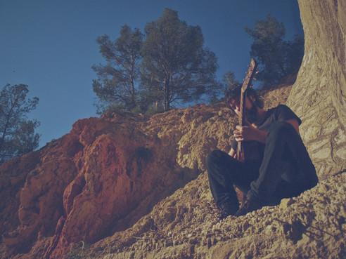 Maxi Caballero, guitarrista, compositor y docente titulado superior por el Conservatori Superior del Liceu de Barcelona.