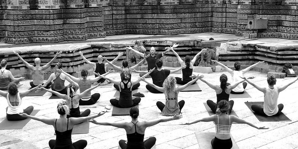 """מסע יוגה למייסור: גוף, רוח ותרבות בהדרכת איל צ'חנובסקי וד""""ר רפי פלד"""