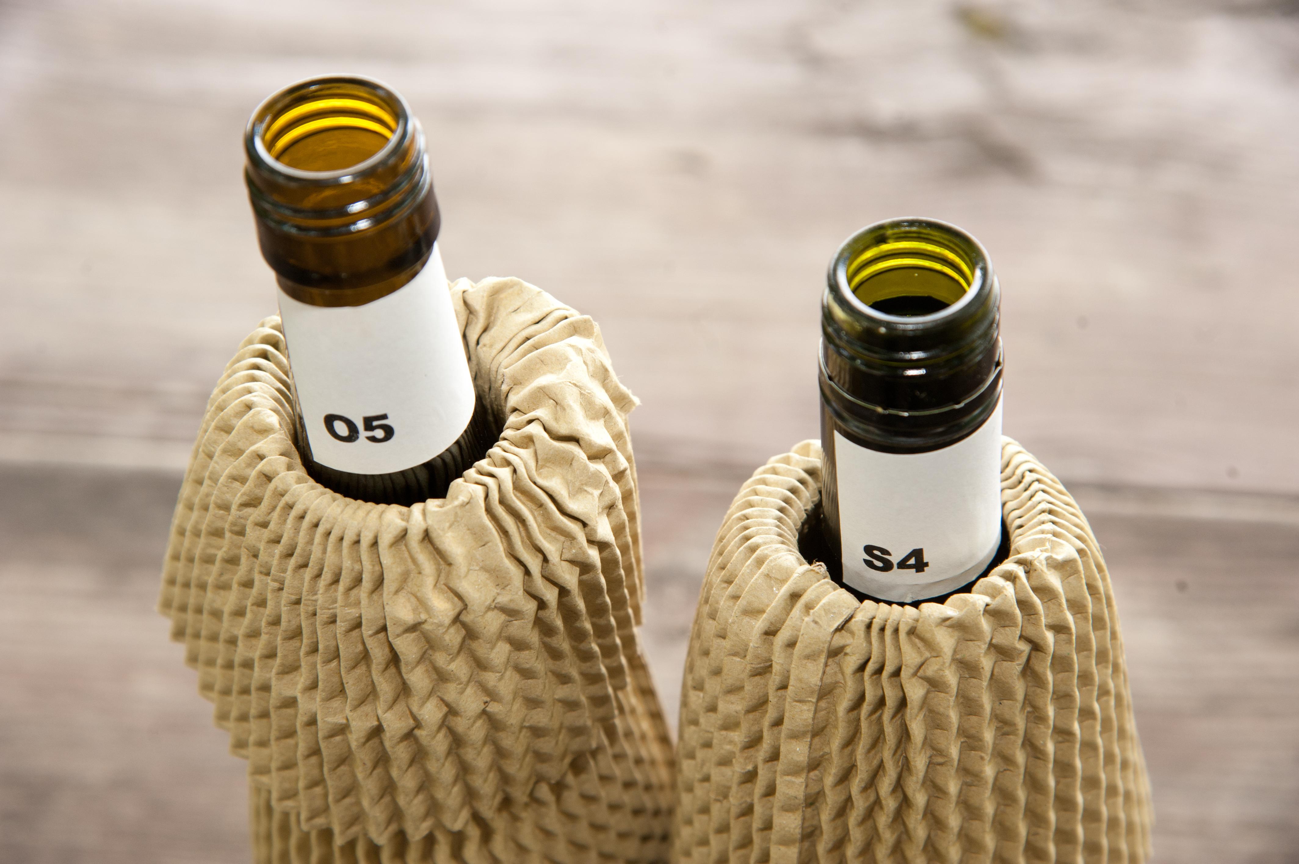 best-of-bio-wine-2014-verhuellte-flaschen.jpg