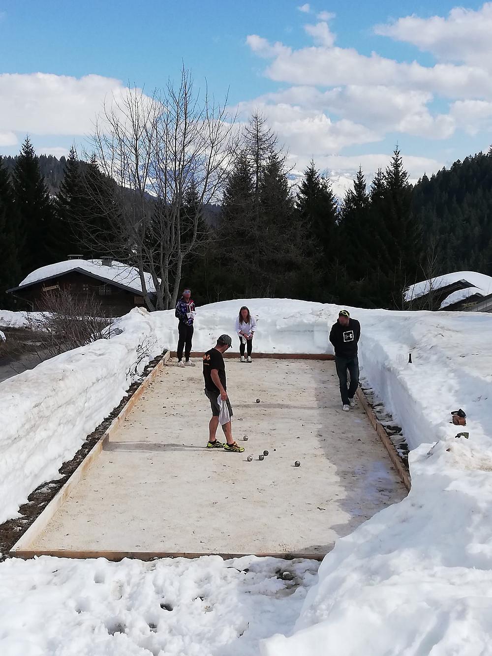 La fonte de la neige n'est pas totale au Praz de Lys mais à l'hôtel du Taconet ce sera bientôt possible de pointer ou de tirer !