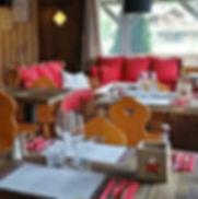 La-salle-de-restaurant-et-son-bar4.jpg